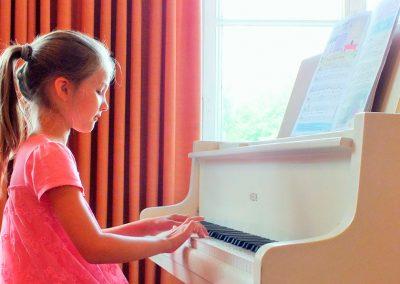 Klaviermaedchen1-2